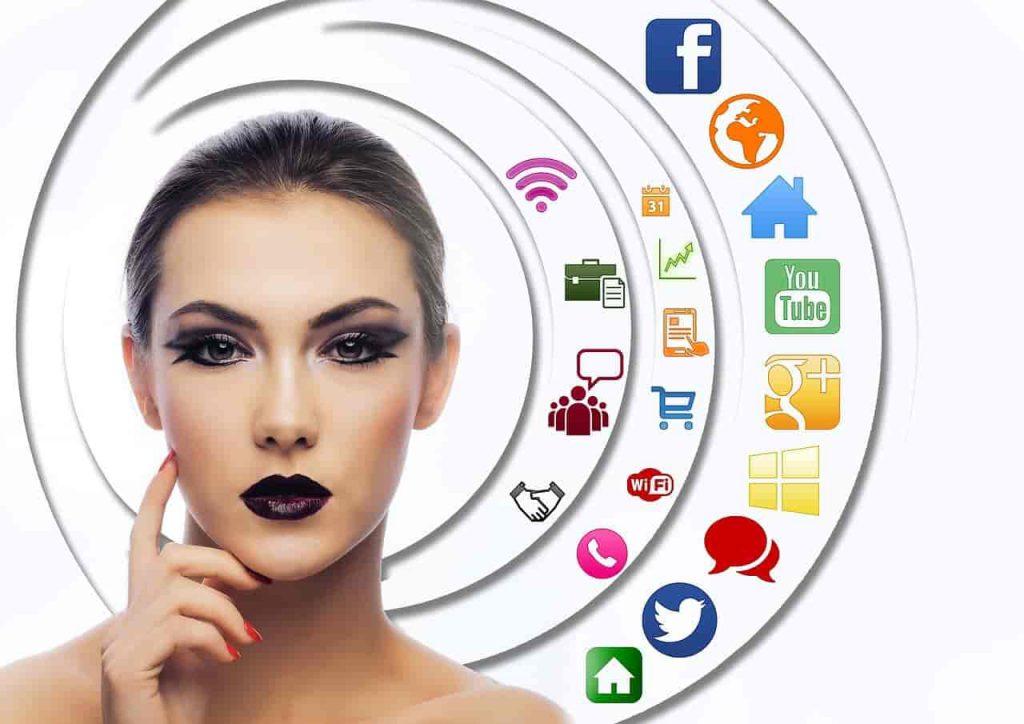 social-marketing-woman